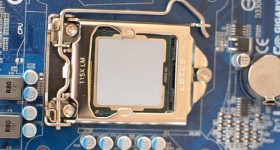 How to apply thermal paste on the CPU for better cooling - video tutorial