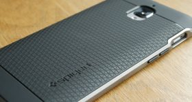 Cea mai buna husa de protectie pentru telefon, Spigen Neo Hybrid