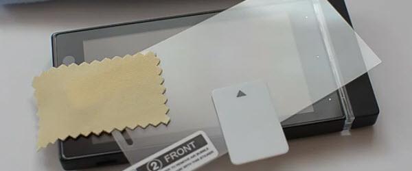 Cum se aplica folia protectoare pe ecranul unui telefon sau al unei tablete – tutorial video
