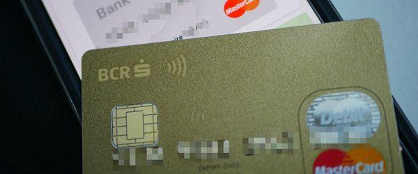 Miten varastaa kortin tiedot, puhelin myös vaatteiden läpi
