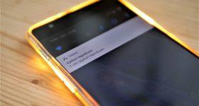 Flash bliskavica ali telefon utripa do klica ali SMS, ko zazvoni telefon
